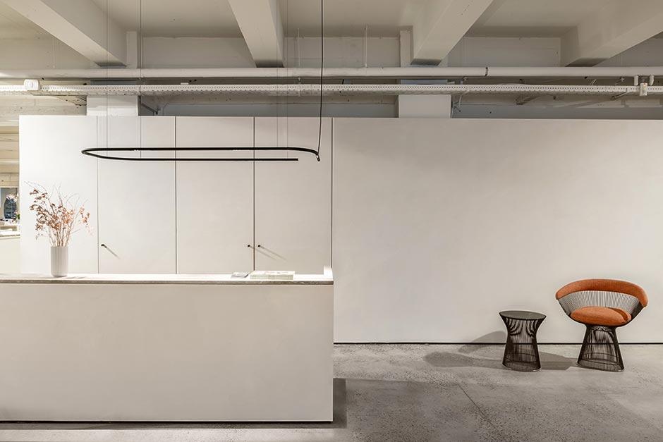 Die dekorative blendungsminimierte Pendelleuchte von Delta Light eignet sich auch für Büroumgebungen und Shops.
