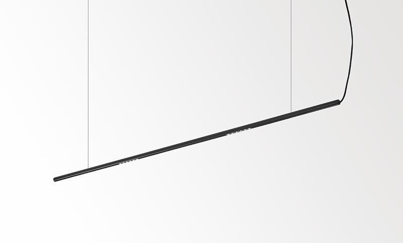 Mit ihrem nur 20 mm starkem Profil und ihren filigranen Stahlseilen scheint Lass-Oh! im Raum zu schweben. Die lineare Version gibt es in diversen Längen.