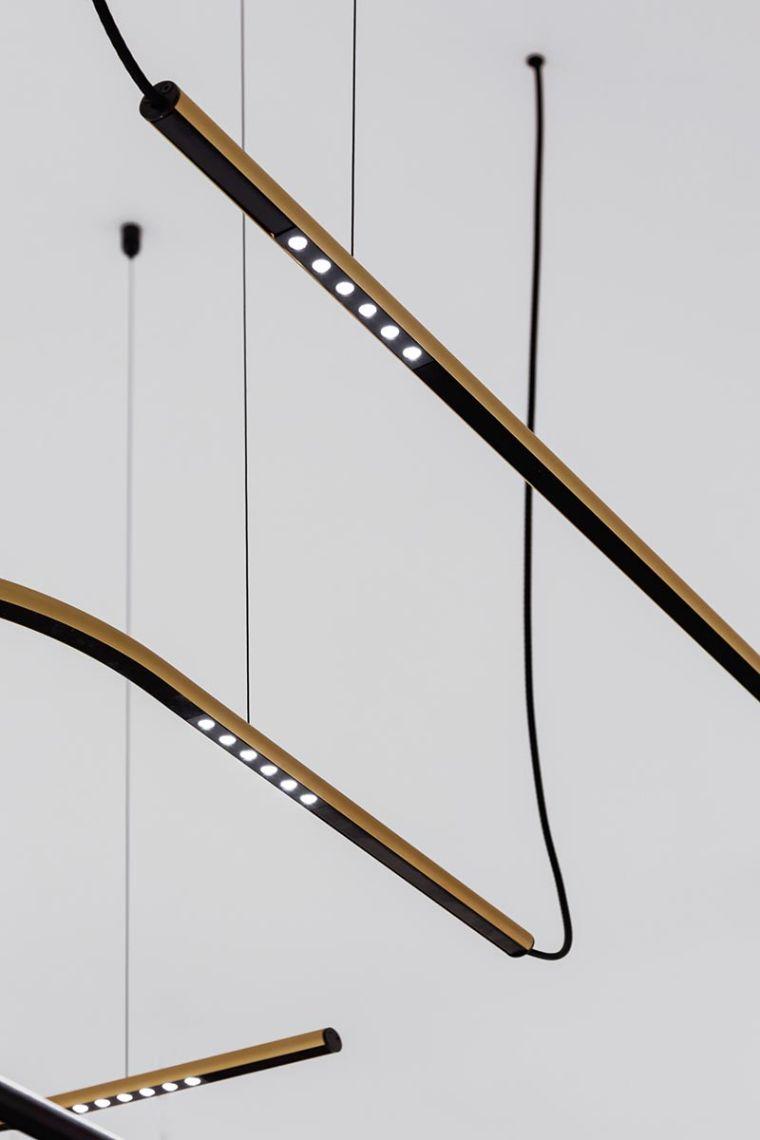 Als dekoratives Statement gleitet Lass-Oh! mit ihrem schlanken zylindrischen Körper elegant durch jeden Raum. Die LED-Module mit jeweils sechs Lichtpunkten sind blendungsminimiert.