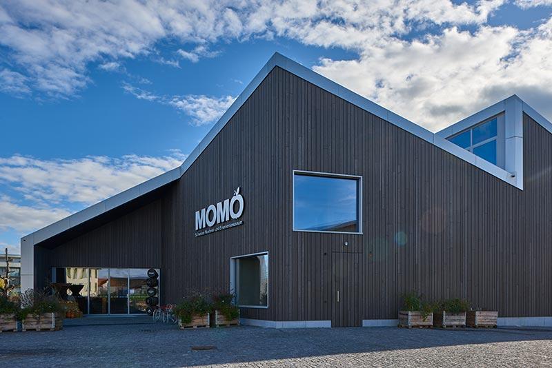 Die expressive Plastizität des MoMö Museumsneubaus von Harder Spreyermann Architekten sucht nicht nur in der kleinen Stadt Arbon am Bodensee ihresgleichen. Foto: Paolo Carlini für iGuzzini