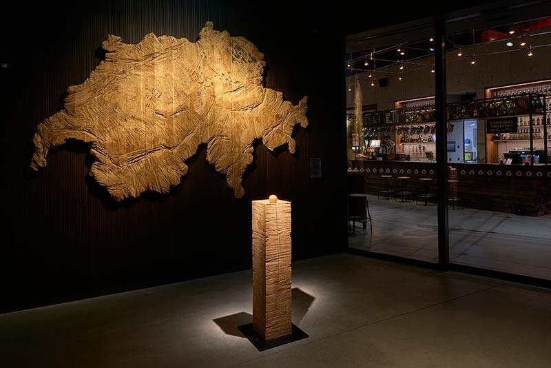 Im Schweizer Brennereimuseum MoMö dreht sich alles um den Apfel. Sektor4 hat ihn mit 10°-Spots aus kleinen Palco-Strahlern in hinreißendes Licht setzt. Foto: Paolo Carlini für iGuzzini