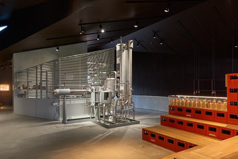 Für die Illumination der Chrom-/Stahlanlage wählte Sektor4 Palco-Strahler mit 4.000 K, um die Kühle des Materials zu betonen. Foto: Paolo Carlini für iGuzzini