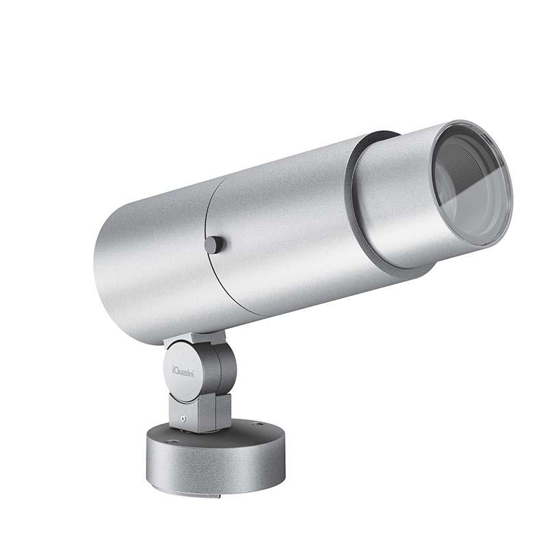 Den horizontal schwenkbaren Projektor mit patentierter OptiBeam-Technologie (von 9° bis 26°) gibt es in drei Größen mit Lichtöffnungen von 30 mm resp. 116 mm und in drei Farbtemperaturen von 2.700 bis 4.000 K. Foto: iGuzzini