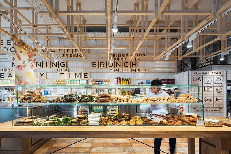 Das Interiordesign-Konzept gibt jedem Bereich eine charakteristische Atmosphäre, ohne dabei die durchgängige Markenidentität zu verlassen. Foto: BÄRO/Constantin Meyer