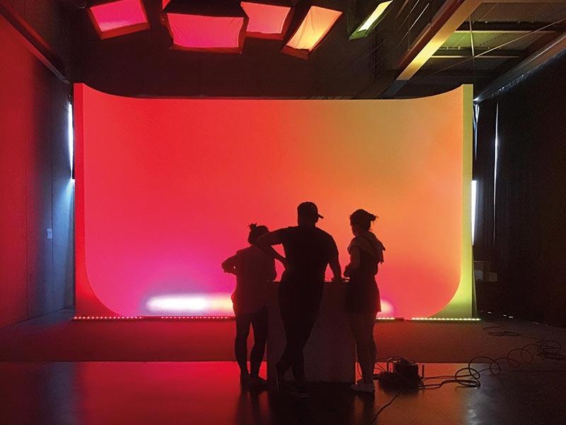 Lichtworkshop, Hohlkehle, Fotostudio, Fakultät Gestaltung der Hochschule Wismar Foto: Bipin Rao, 2020