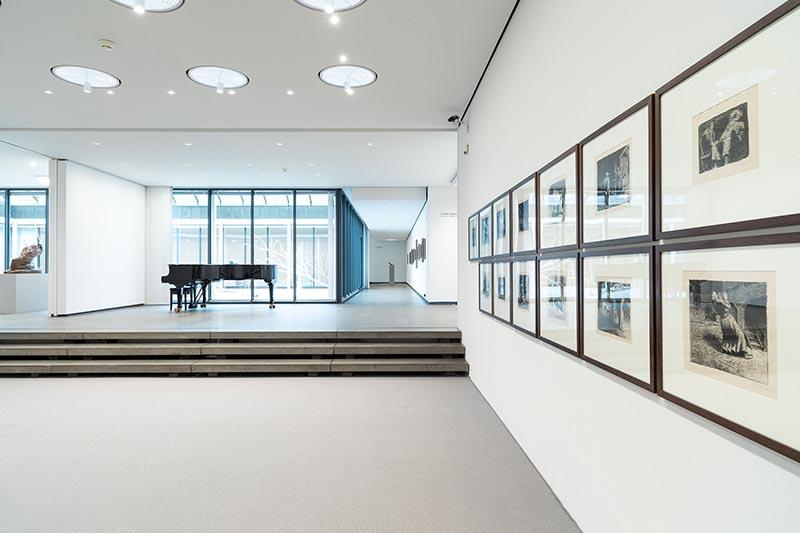 Justierbare steckbare Sonderleuchten in den Oberlichtern werden für individuelle Inszenierungen eingesetzt. Bildquelle: Andreas Weiss